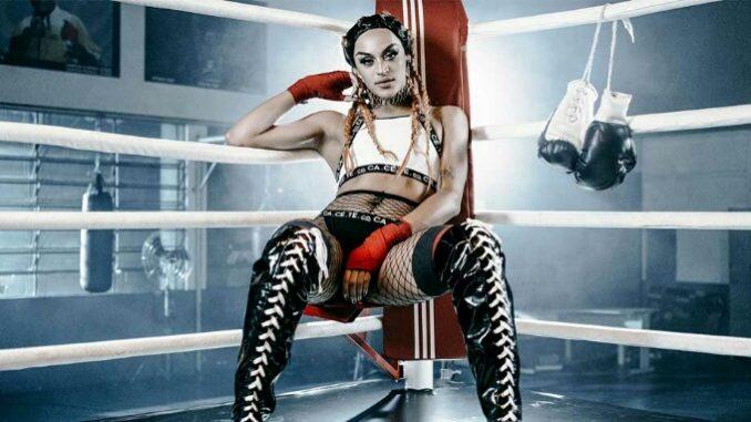 Pabllo Vittar num ring numa foto de divulgação do clipe k.o.